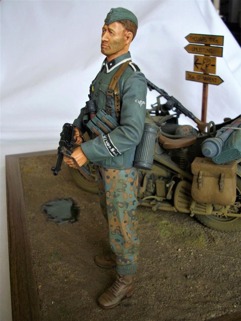 Figurine de Panzergrenadier Verlinden au 200 mm + BMW 750 side car Esci 1/9 Imgp0821