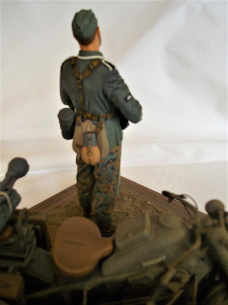 Figurine de Panzergrenadier Verlinden au 200 mm + BMW 750 side car Esci 1/9 Imgp0822