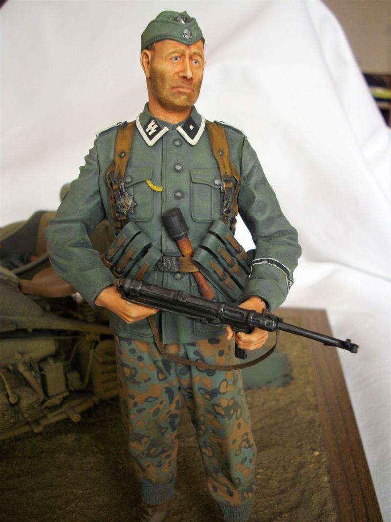 Figurine de Panzergrenadier Verlinden au 200 mm + BMW 750 side car Esci 1/9 Imgp0825