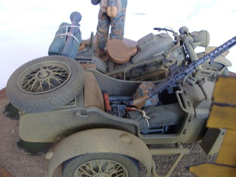 Figurine de Panzergrenadier Verlinden au 200 mm + BMW 750 side car Esci 1/9 Imgp0827