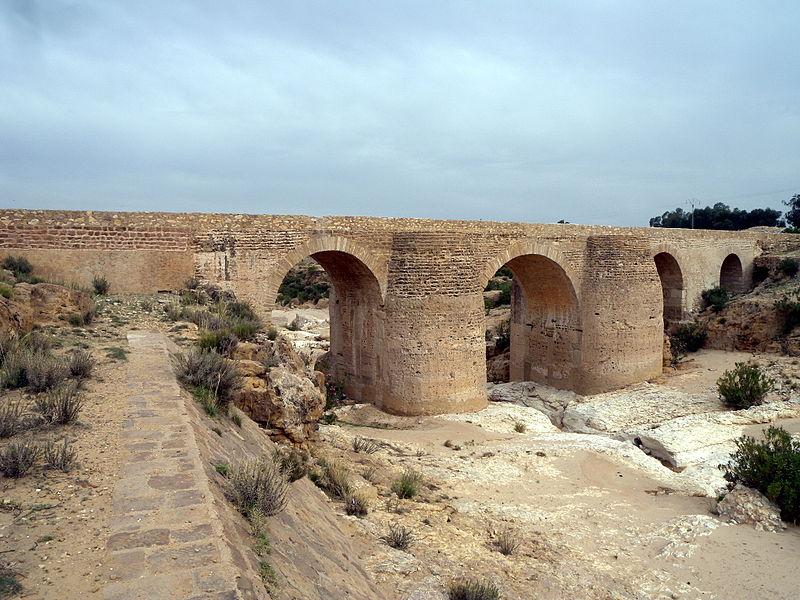 Les Aqueducs : acheminer l'eau  800px-11