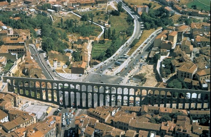 Les Aqueducs : acheminer l'eau  Aerial10