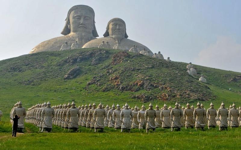 Sculptures (les plus belles bien sûr) - Page 2 Mongol11