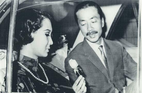 Chùm ảnh đẹp của 1 lãnh đạo VNCH với những năm tháng bên 1 hoa khôi Sài Gòn 14823710
