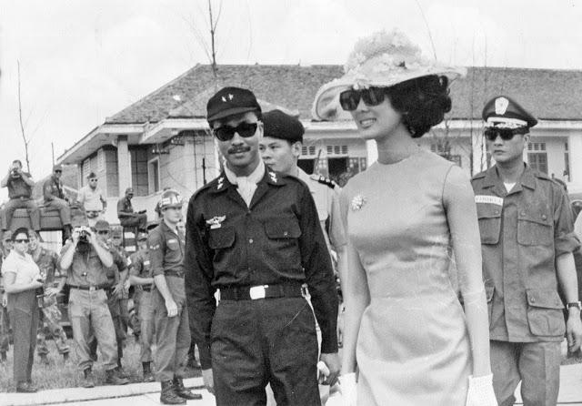 Chùm ảnh đẹp của 1 lãnh đạo VNCH với những năm tháng bên 1 hoa khôi Sài Gòn 1f11