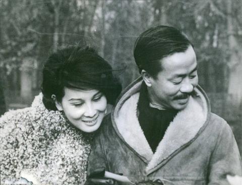Chùm ảnh đẹp của 1 lãnh đạo VNCH với những năm tháng bên 1 hoa khôi Sài Gòn 1g11