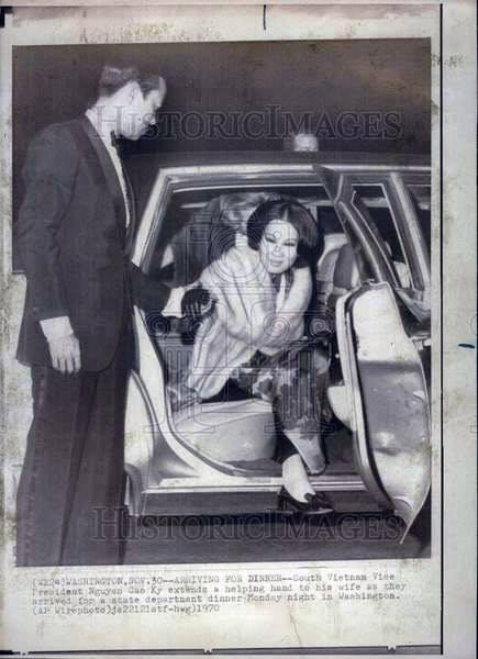 Chùm ảnh đẹp của 1 lãnh đạo VNCH với những năm tháng bên 1 hoa khôi Sài Gòn 1kk12