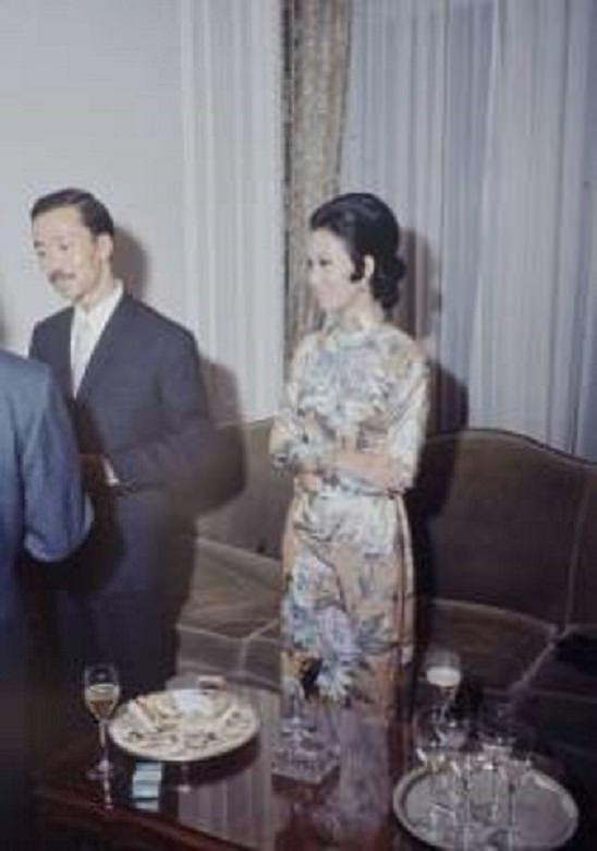 Chùm ảnh đẹp của 1 lãnh đạo VNCH với những năm tháng bên 1 hoa khôi Sài Gòn 1l10