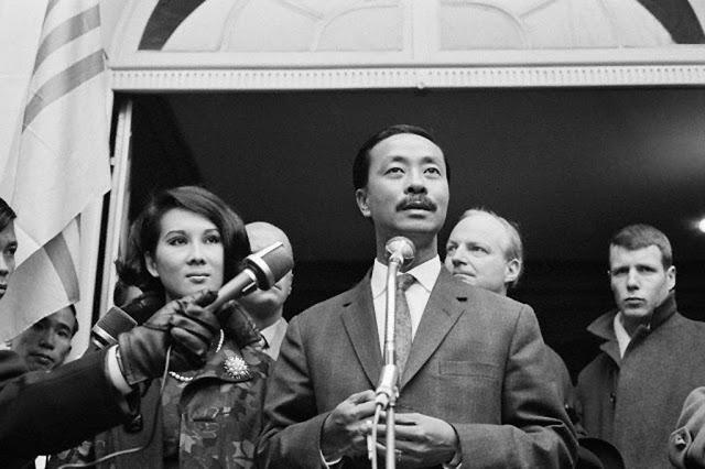 Chùm ảnh đẹp của 1 lãnh đạo VNCH với những năm tháng bên 1 hoa khôi Sài Gòn 1m10