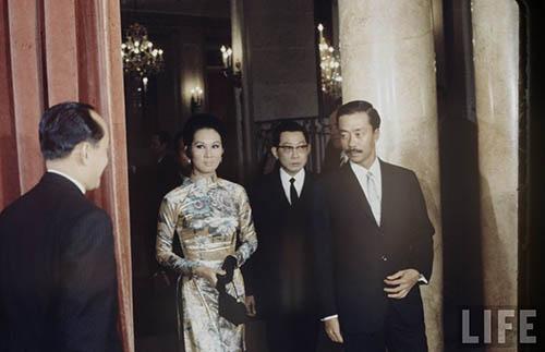 Chùm ảnh đẹp của 1 lãnh đạo VNCH với những năm tháng bên 1 hoa khôi Sài Gòn Me-cua10