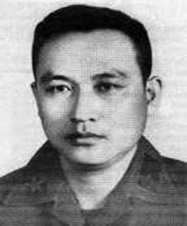 'Sự kiện' ông Nguyễn Cao Kỳ về việt nam - (2004) - Page 2 Oie_1513