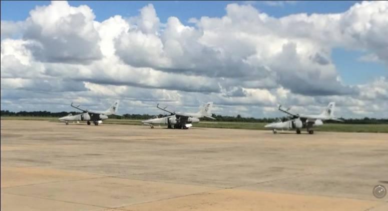 Fotos de la Fuerza Aérea Argentina - Página 3 17757610