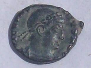 AE4 de Constantino II. GLORIA EXERCITVS. Roma 102_4036