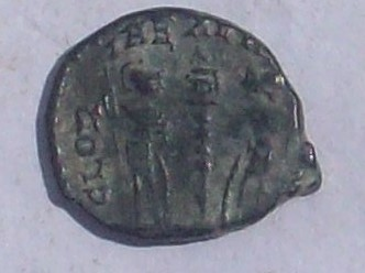 AE4 de Constantino II. GLORIA EXERCITVS. Roma 102_4037