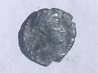 AE4 de Constante I. VOT / XX / MVLT / XXX  dentro de corona de laurel. Ceca Heraclea. 102_4066