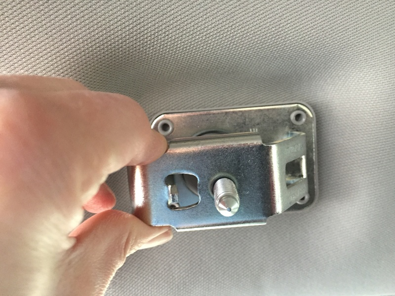 [Brico Astra K] Instalación de soportes y reja separadora de cargas. Img_7612