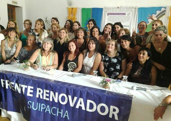 Katty Altimari con las mujeres del Frente Renovador 00121