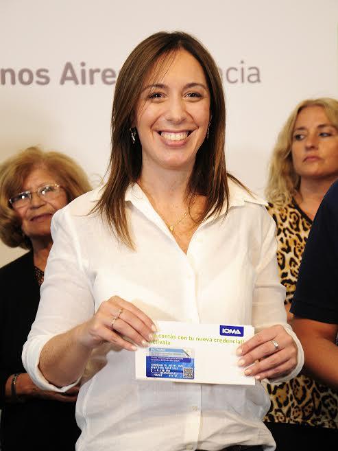 La Gobernadora presentó la nueva credencial de IOMA 00130
