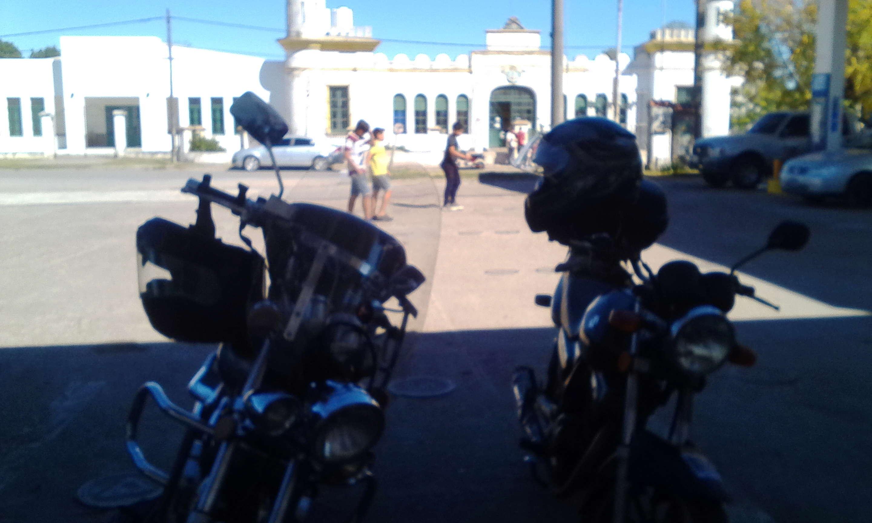 Zorro y Cerati por Rosario y Paraná. Img_2013