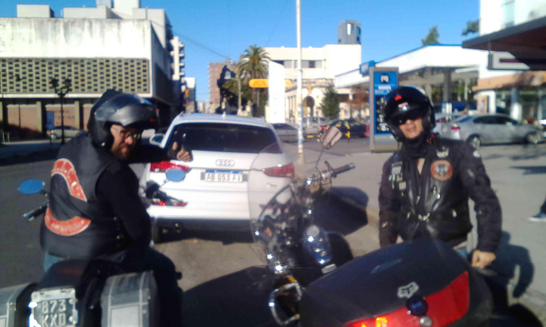 Zorro y Cerati por Rosario y Paraná. Img_2024