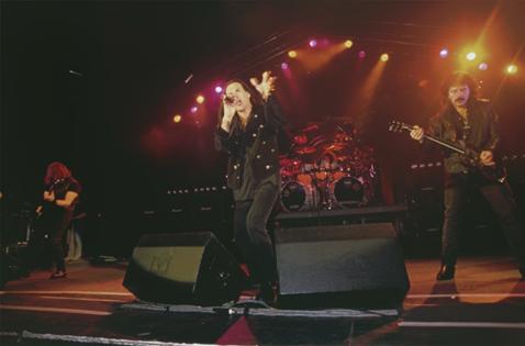 Black Sabbath: Reunion, 1998 (p. 37) - Página 4 Hammer10