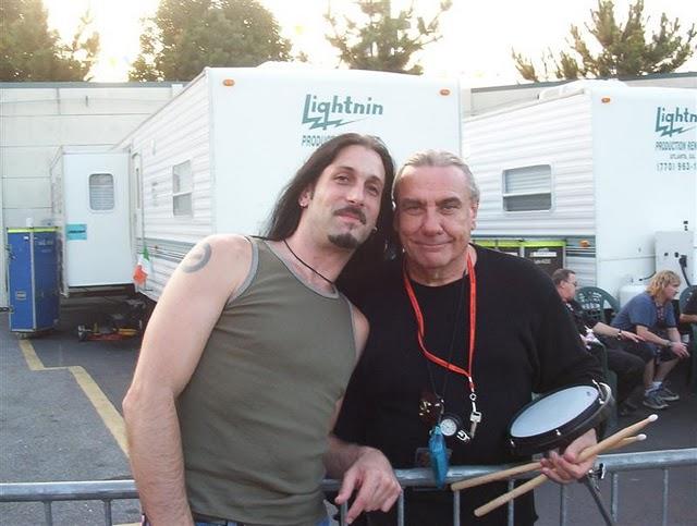 Black Sabbath: Reunion, 1998 (p. 37) - Página 7 Johnny10