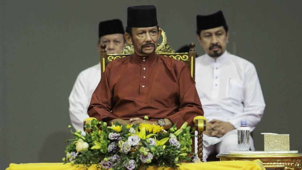 Brunéi: Al aplicar la ley islámica, comienzan a castigar con lapidación la homosexualidad y el adulterio. 15571310