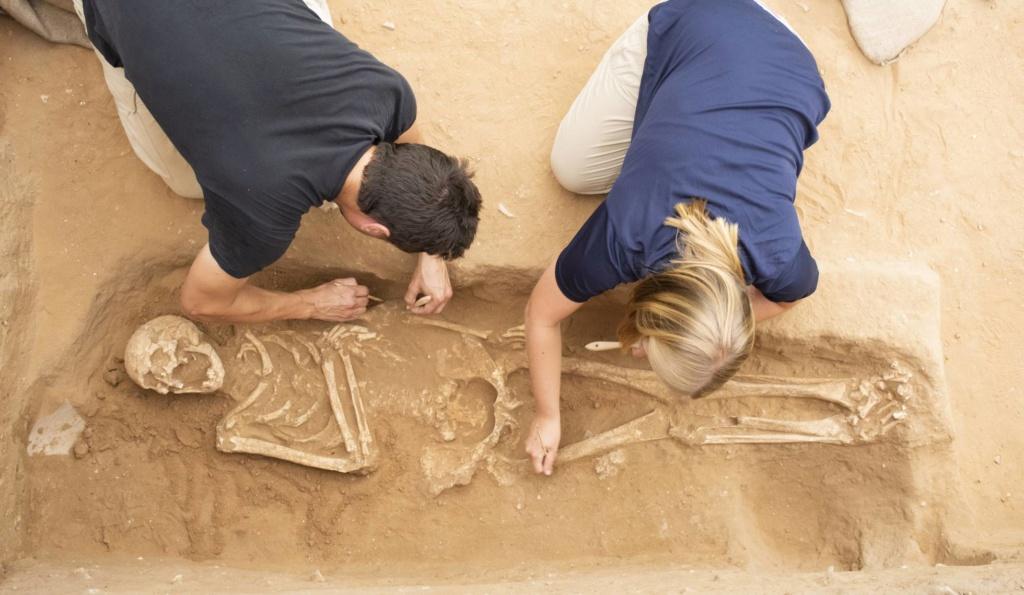 Diez cadáveres hallados en Ascalón (Israel) desvelan la historia de migrantes europeos hace 3.600 años. [Historia] 15621611