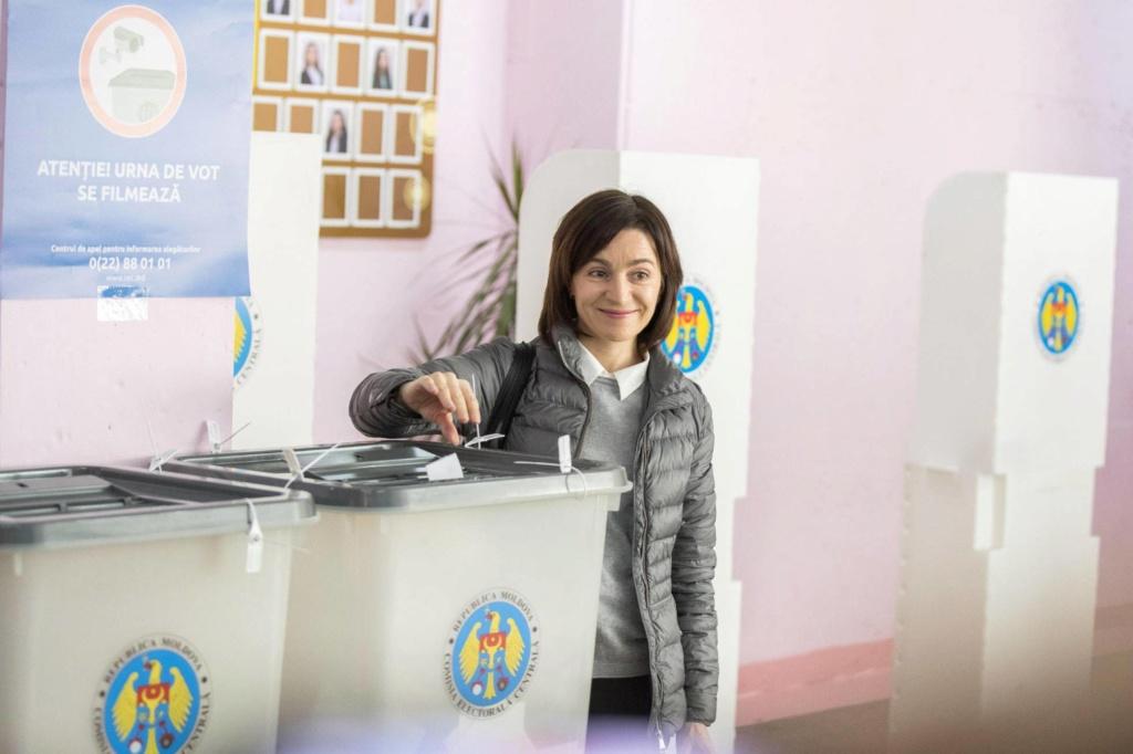 Anticomunismo en Moldavia: Prohiben el símbolo de la hoz y el martillo. 15735710