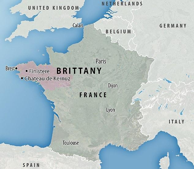 Hallan en la losa de Saint-Bélec encontrada en Bretaña, el mapa en relieve más antiguo en Europa. [Historia] 41419210