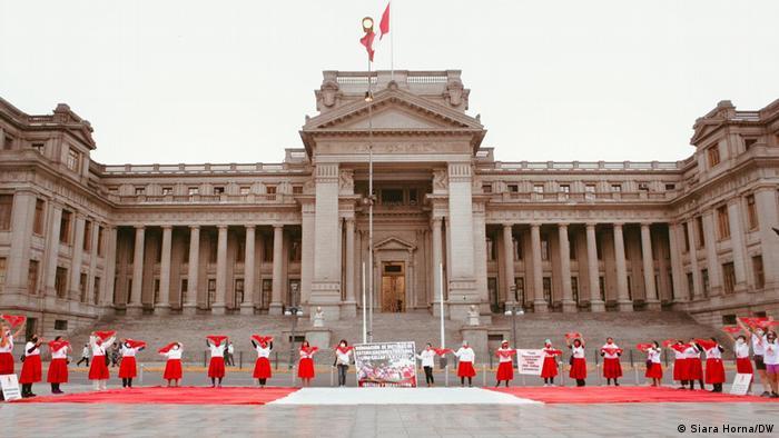 Perú: 69.000 personas muertas en el conflicto armado de 1980 a 2000. [HistoriaC] 56530610