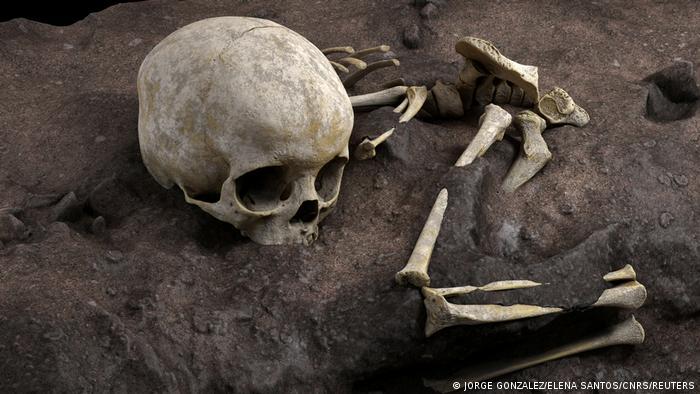 Descubren la tumba humana más antigua conocida en África. [Historia] 57450510