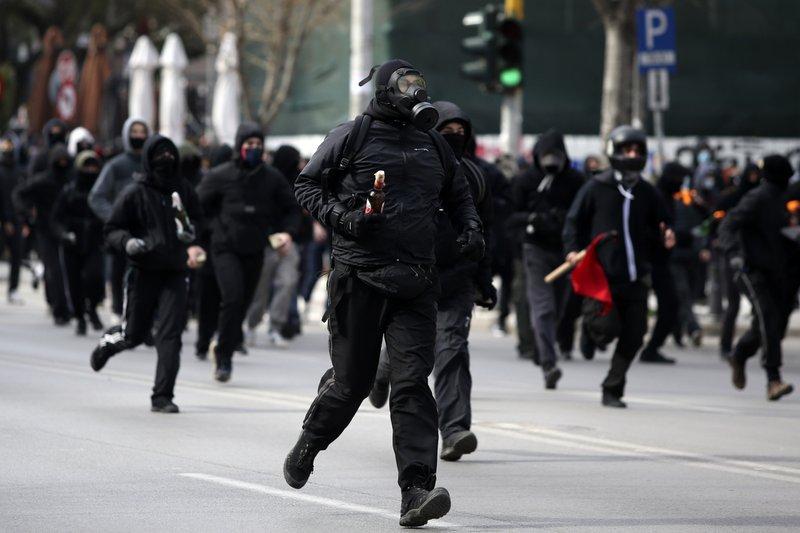 Grecia. Tensiones sociales crecientes. Luchas políticas. - Página 5 80026