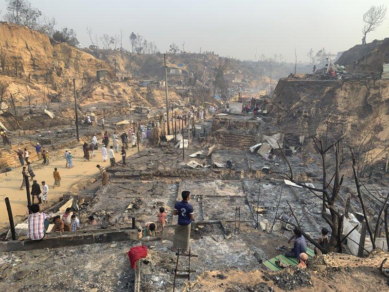 Bangladesh: Continúan trasladando a miles de rohingyas a la remota isla Bhasan Char a 34 km de la costa en el golfo de Bengala. 80027