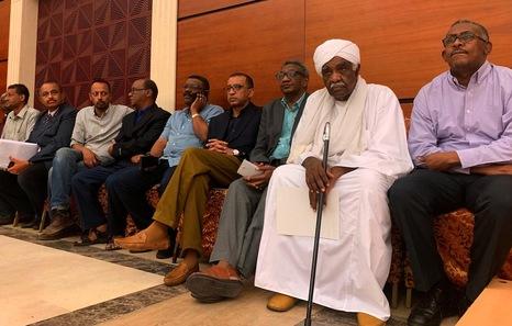 Sudán, Sudán del Sur. Militarismo, guerras, petróleo. - Página 6 Afp_1i10