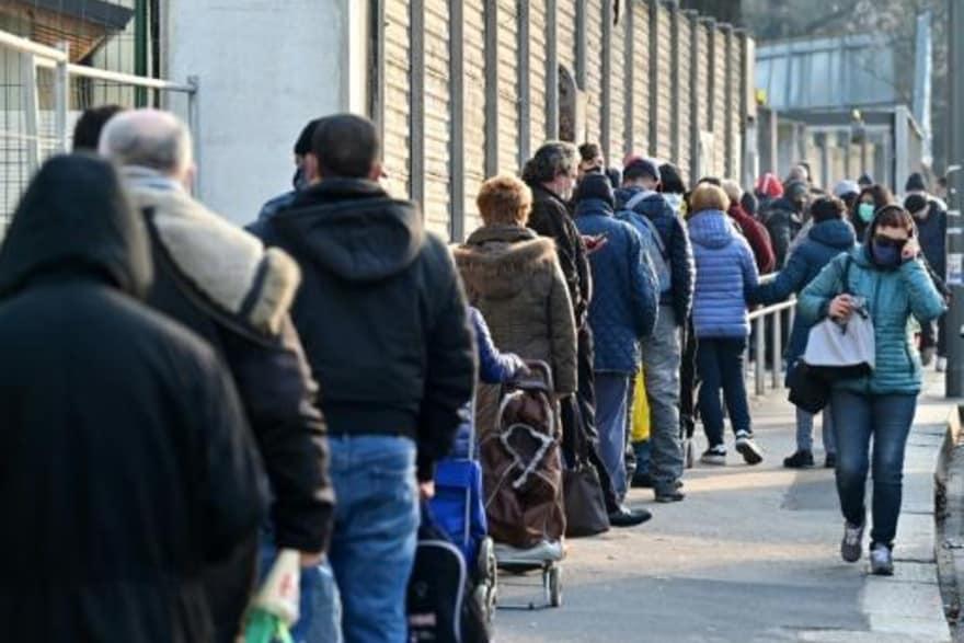 Italia - Italia: ataques contra cobradores de impuestos, suicidios, 11 millones de personas empobrecidas Image_31