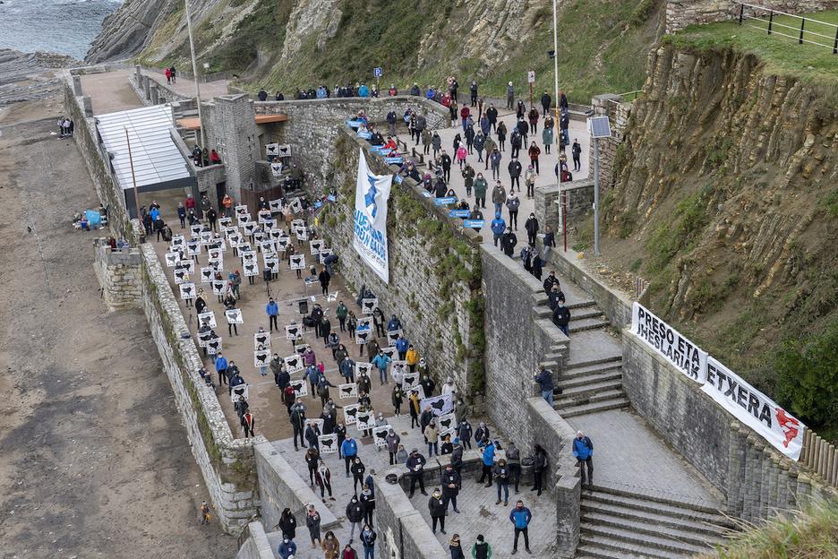 """Euskal Herria: Una multitud exige """"respeto a los derechos"""" de presos y exiliados. [vídeo] - Página 5 Itzuru10"""
