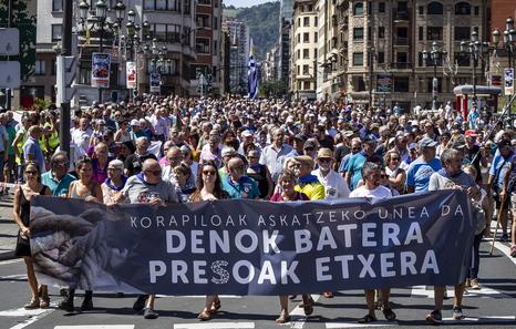 """Euskal Herria: Una multitud exige """"respeto a los derechos"""" de presos y exiliados. [vídeo] - Página 4 Manifa11"""