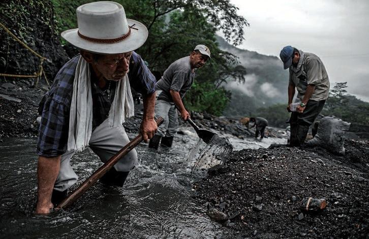 Colombia. «Guaqueros», mineros de piedras preciosas: esmeraldas ... Minero10