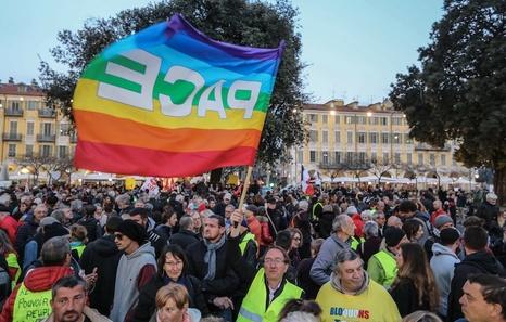 Sobre el movimiento de los chalecos amarillos en Francia. Crítica necesaria a NC y otros grupos. Valoraciones e informaciones - Página 6 Niza_p10
