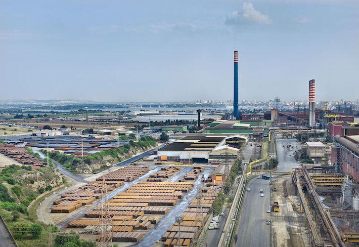 Taranto (Italia): Cierre parcial de la siderurgia más grande de Europa, vinculada a miles de muertes consecuencia de emisiones tóxicas. Tarant10
