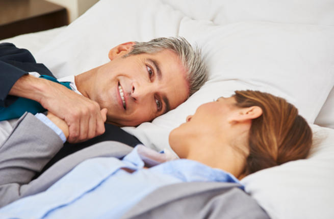 تعرفي علي أهم  النصائح  للحصول على علاقة حميمية ناجحة بعد الأربعين Couple13