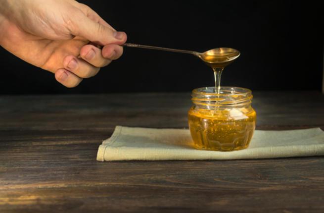 عزيزي الرجل : تعرف علي  فوائد وضع  العسل على العضو الذكري Man_ho10