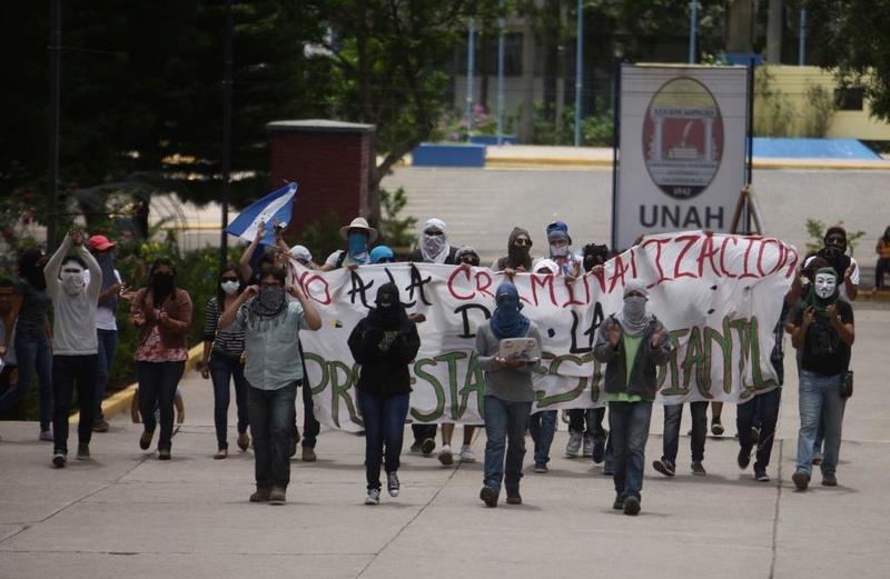 Al partido LIBRE culpa Hernandez por crisis en UNAH Unah_c10