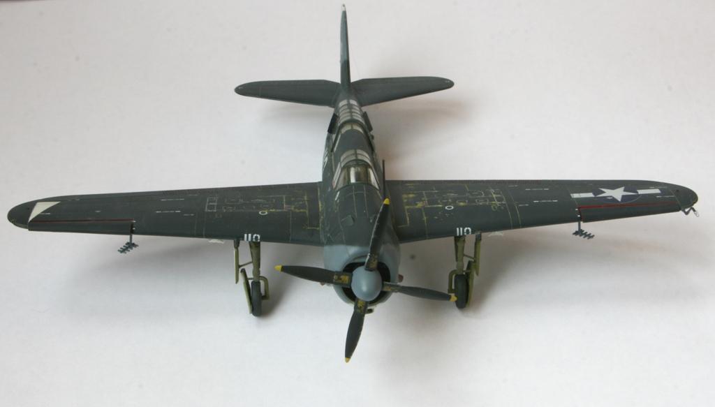 sb2c-4 helldiver 1/72 academy Img_5411
