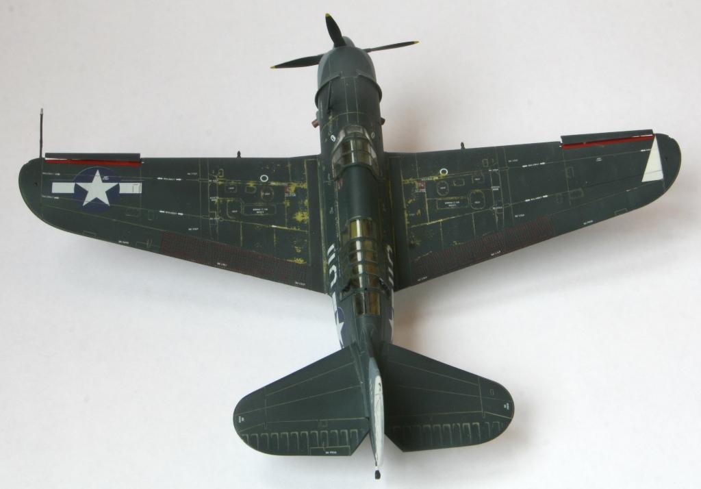 sb2c-4 helldiver 1/72 academy Img_5415