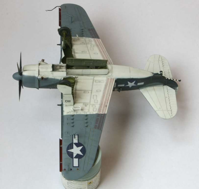 sb2c-4 helldiver 1/72 academy Img_5417