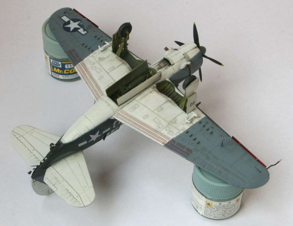 sb2c-4 helldiver 1/72 academy Img_5419