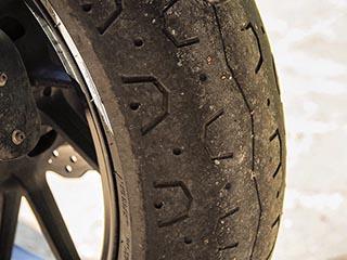 Cambio neumáticos Yamaha XSR700 13.653km Detras12
