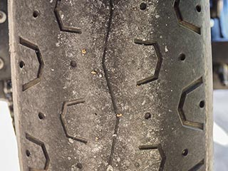Cambio neumáticos Yamaha XSR700 13.653km Detras13